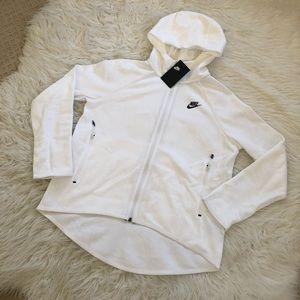✔️ NWT✔️ NIKE Sportswear Tech Fleece cape